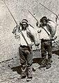 Borracheiros ao serviço das Adegas Henriques & Henriques, Estreito de Câmara de Lobos (detalhe), c. 1900.jpg
