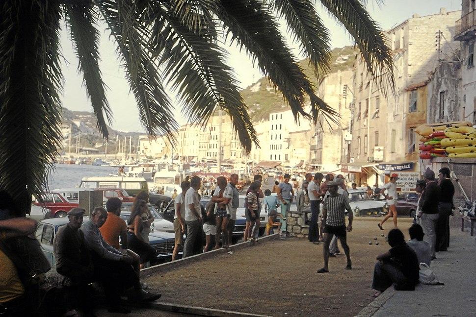 Boulespieler am Hafen von Bonifacio im August 1975 (retouched)