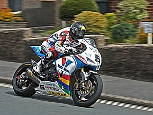 Bruce Anstey - Anstey negotiates Bray Hill on his way to victory in the 2015 Superbike TT
