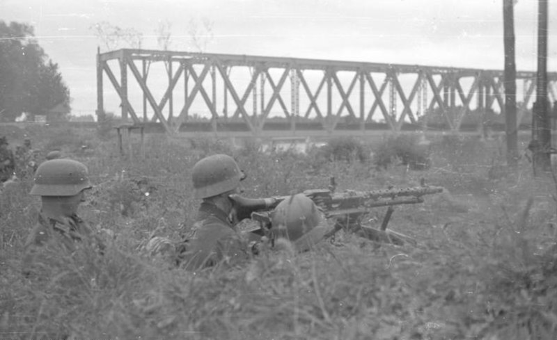 Bundesarchiv B 145 Bild-F016205-06, Russland, MG-Stellung an Brücke über Psjol