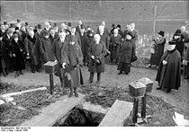 Bundesarchiv Bild 102-02176, Berlin, Beisetzung von Paul Cassirer.jpg