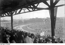Photo des tribunes du Grand Prix automobile d'Allemagne 1926.