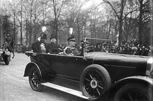 Amanullah Khan - The king on a visit to Berlin with President von Hindenburg, 1928
