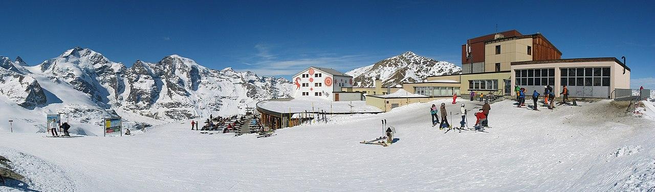Schronisko Diavolezza Hut na szczycie góry Diavolezza.