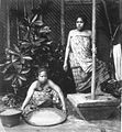 COLLECTIE TROPENMUSEUM Javaanse vrouwen aan het rijst stampen TMnr 60009537.jpg