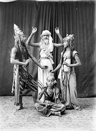 Sandiwara - Image: COLLECTIE TROPENMUSEUM Toneelspelers uit het drama Sakuntala T Mnr 10026810