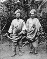 COLLECTIE TROPENMUSEUM Twee mannen uit Kota Gedong in adatkleding omgeving van Fort de Kock Padangse Bovenlanden Sumatra`s Westkust TMnr 60003544.jpg