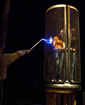 Faraday cage - Faraday cage demonstration on volunteers in the Palais de la Découverte in Paris