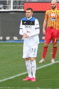 Calcio di inizio Lecce Atalanta - Josip Iličić (cropped).jpg