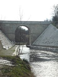 The Canal de Marans and its bridge