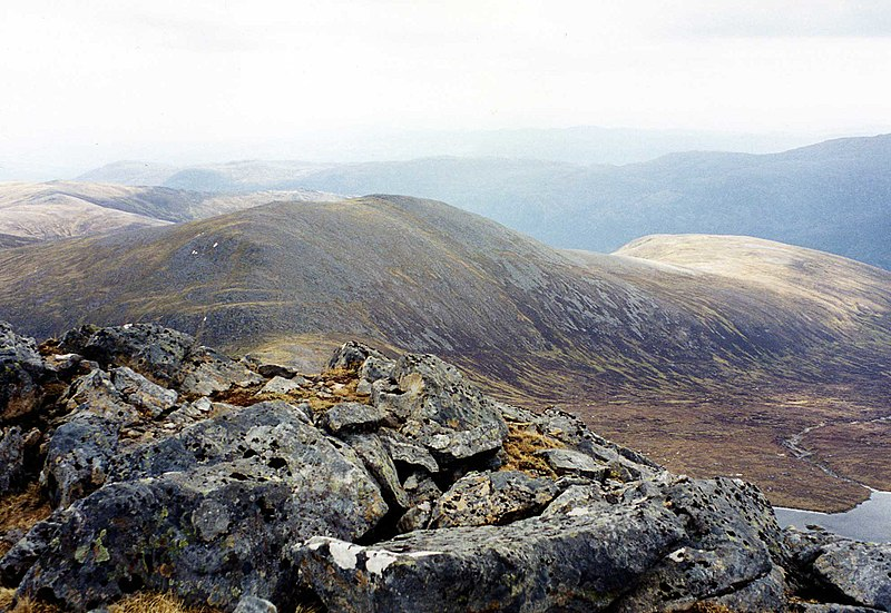 File:Carn nan Gobhar from Sgurr na Lapaich.jpg