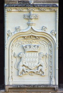 Photo of a coat of arms on a castle wall