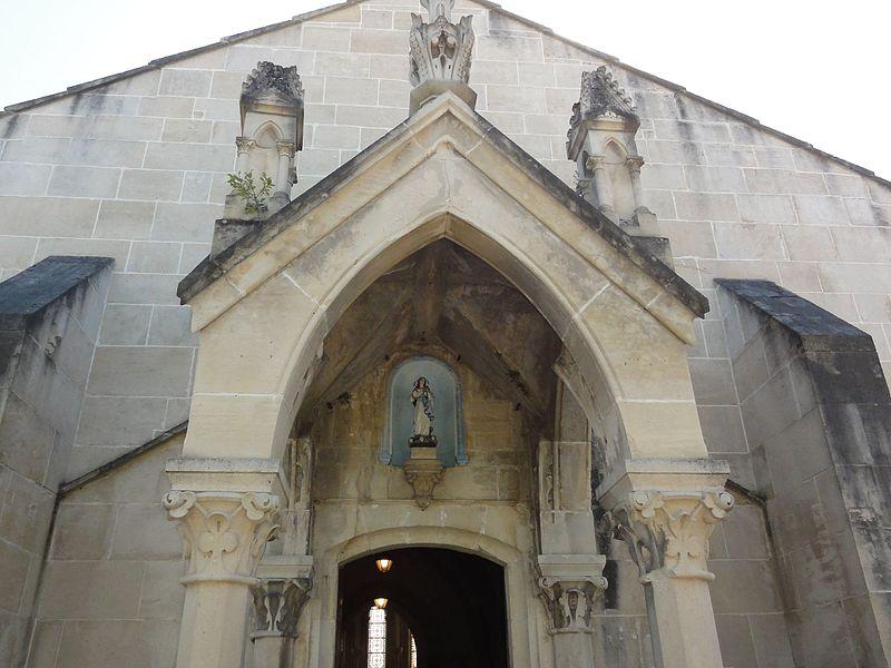 Chamouilley (Haute-Marne) église, porche couverte