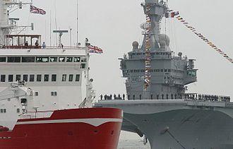 British ensign - Image: Charles De Gaulle tribord et HMS Endurance