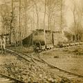 Chemin de fer Decauville dans la forêt (cropped).png