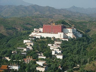 Putuo Zongcheng Temple - Image: Chengde view from mountain top