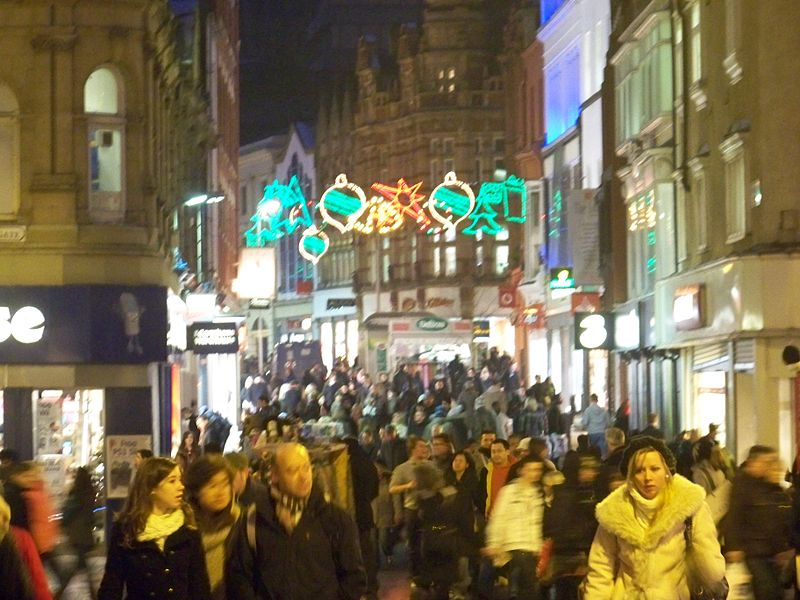 File:Christmas shoppers in Leeds in December 2009.jpg