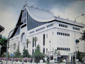 Church of the Holy Family, Singapore - 20101121.jpg