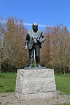 Churchill statue at Woodford Green by David McFall R.A. 02.jpg