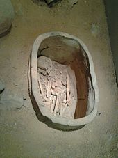 Clay coffin from National Museum of Bahrain A123.jpg