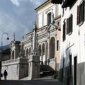 Clusone lato basilica.jpg