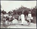 Collectie Nationaal Museum van Wereldculturen TM-60062257 Vrouwen met ezels op een landweg Jamaica A. Duperly & Sons (Fotostudio).jpg