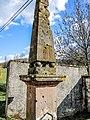 Colonne de la fontaine avec traces des combats de 1870 et boulets de la bataille d'Héricourt.jpg