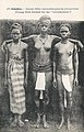 Conakry-Jeunes filles costumées pour la circoncision.jpg