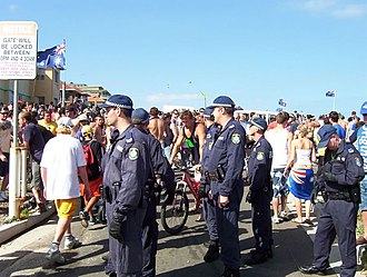 2005 Cronulla riots - Police observing crowds prior to confrontations