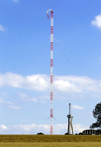 Longwave transmitter Europe 1 - partially collapsed mast