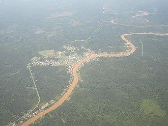 Oya River - Oya River flows through the small town of Dalat.