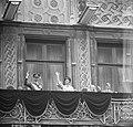 De troonwisseling in Luxemburg, Groot Hertog Jean en echtgenote en kinderen op b, Bestanddeelnr 917-1225.jpg