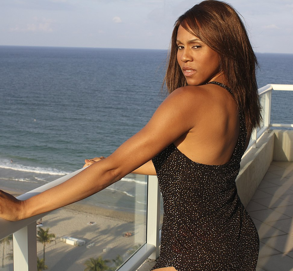 Deborah Cox - Sing along with Who Do U Love lyrics