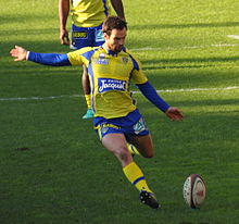 December 1, 2012 Stade toulousain vs ASM Morgan Parra kicking.jpg