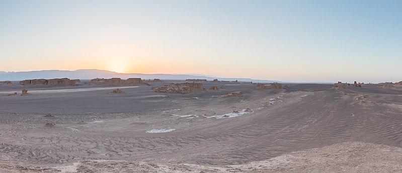 File:Desierto de Lut, Irán, 2016-09-22, DD 20-28 HDR PAN.jpg