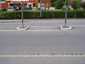 Deutschland Verkehrsinsel Furt nicht ertastbar.JPG