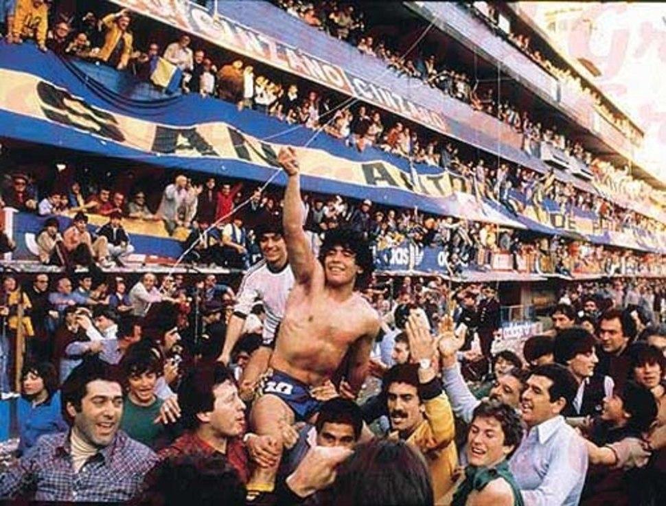 Diego Maradona celebrando la obtención del Torneo Metropolitano de 1981