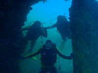 Divers at the rudder of the Aster PB182639.JPG