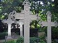 Dorotheenst Friedhof Eisenkreuze.jpg