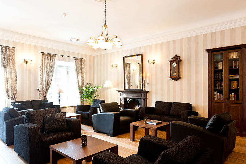 Berkas:Drawing Room & Library - Vihula Manor Country Club & Spa.jpg