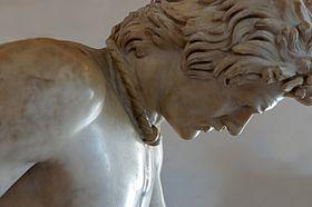 Ο Θνήσκων Γαλάτης, λεπτομέρεια στην οποία φαίνεται το λαιμάρι του