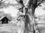 ETH-BIB-Baron Rothschild im Camp Serengeti-Kilimanjaroflug 1929-30-LBS MH02-07-0305.tif