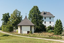 Ebenthal Radsberg 1 Aufbahrungshalle und Pfarrhof 13082015 6610.jpg