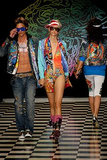 3588445e63 Male and female fashion models on the runway