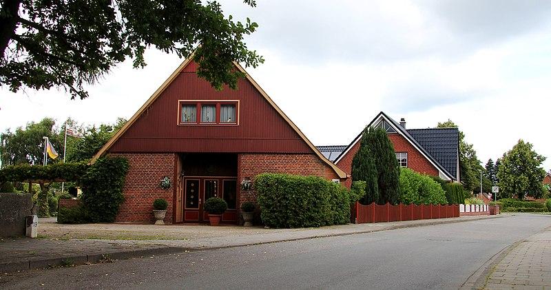 File:Ehemaliges Bauernhaus in der Strandstraße, Schönberg - panoramio.jpg