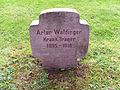 Ehrenfriedhof Elberfeld Grabstein Artur Waldinger KrankTräger.jpg