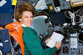 Eileen Collins (S93-E-5033, 1999-07-24).jpg
