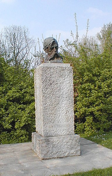 Buste de Emile Verhaeren à Roisin près du Caillou qui bique , lieu de détente où il a résidé