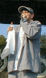 Eminem at Voodoo 2000 (cropped).jpg