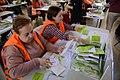 En marcha el escrutinio de las papeletas de la primera votación ciudadana (04).jpg